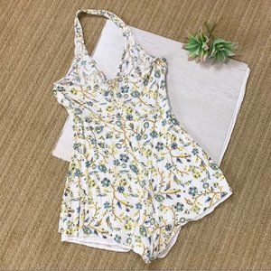 (3 for $25) Kendall & Kylie Floral Romper Size M